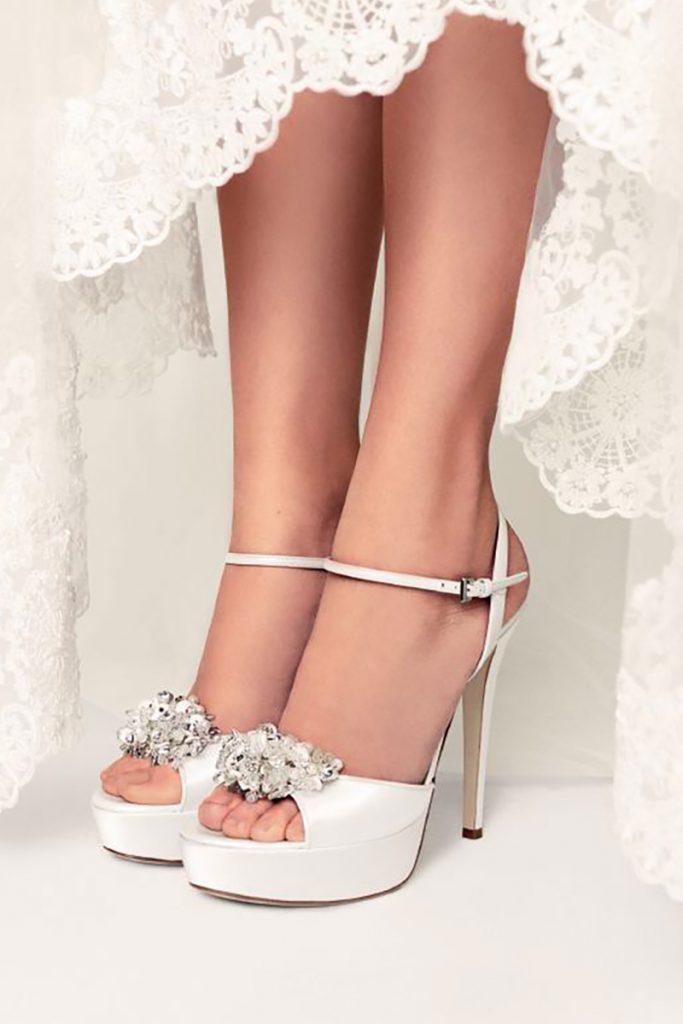 Scarpe Sposa Per Abito In Tulle.Dal Velo Alle Scarpe Tutto Cio Che C E Da Sapere Sugli Accessori