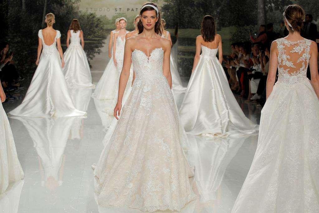 ede9a71b58f0 Abiti da sposa Pronovias  il trionfo alla Barcelona Bridal Fashion Week